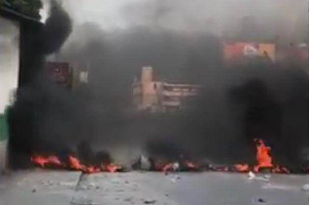 Brandende banden symbool voor protest