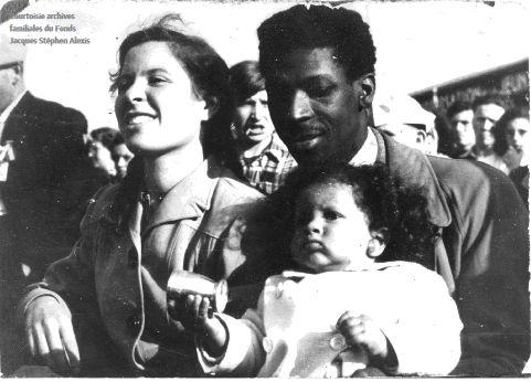 Jacques Stephen Alexis met vrouw en kind