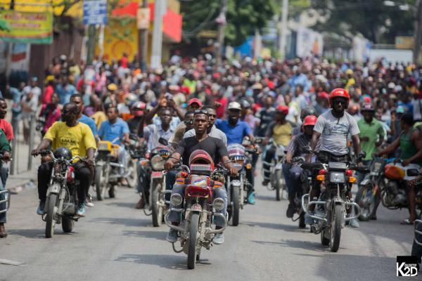 Motortaxichauffeurs nemen deel aan de mobilisatie tegen het nationale budget