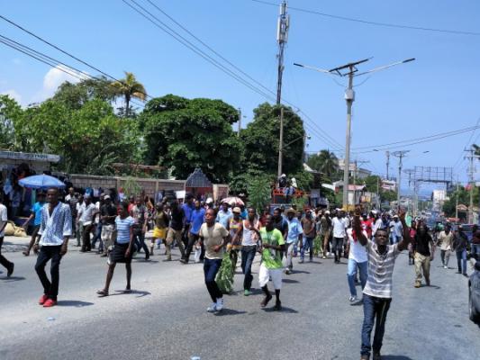 Haïtianen trekken de straat op in protest tegen de nieuwe financieringswet